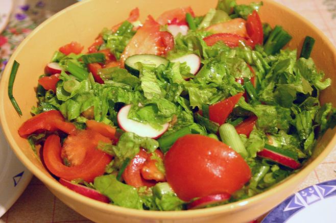 新鮮な野菜サラダ