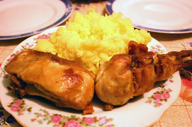 庭を走り回る鶏のぷりぷりした肉が美味しい