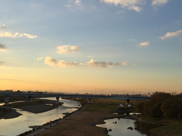 二子玉川駅から見た、夕暮れの多摩川。野川との合流地点です。