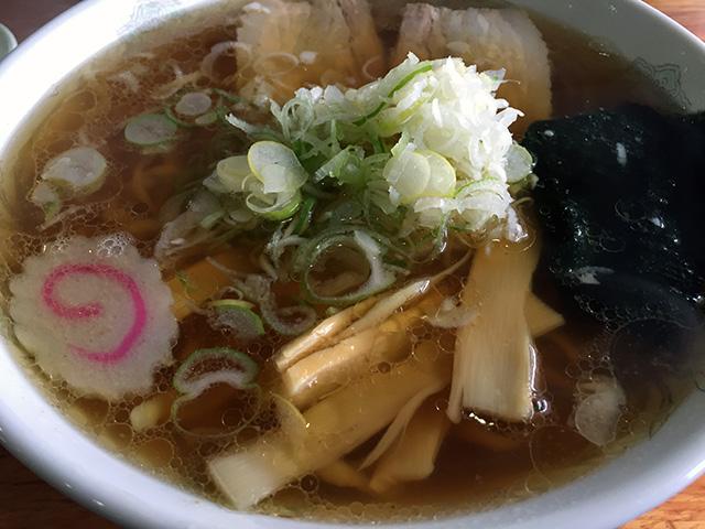 あまりに冷えたので、上山(かみのやま)に戻って、醤油ラーメンを食べました。 「金ちゃんラーメン・上山店」で、500円。めっちゃ美味しかった!