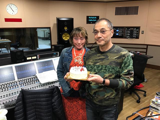 田村さんと西谷'キャサリン'さなえさんが、ケーキを差し入れしてくれました。 美味しかったあ!