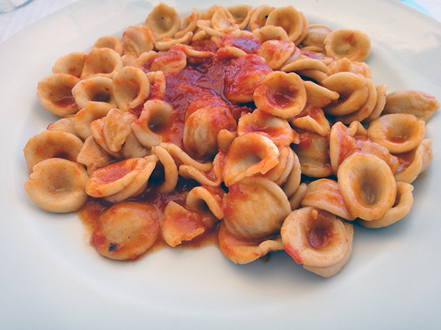 プーリアのガリポリで食べた「オレッキエッテ」