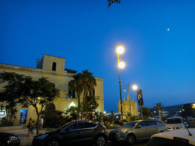 ガリポリの夜空は、明るく澄んだブルー。
