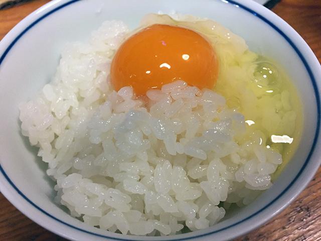最後に食べた卵かけご飯が、めちゃ美味しかった。 ふだん、卵かけご飯は、あまり食べないけど、 高知の地鶏「土佐ジロー」の卵は、すばらしい。 2年前もこれを食べて感動しました。
