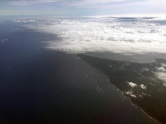 帰りの飛行機からは、室戸岬が見えました。