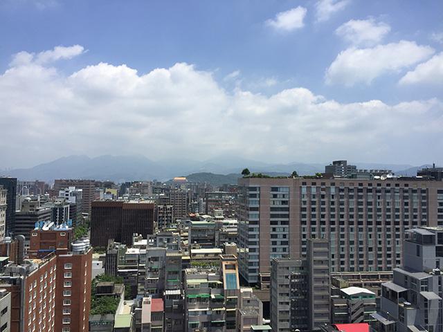 遠くに、圓山大飯店が見えます。