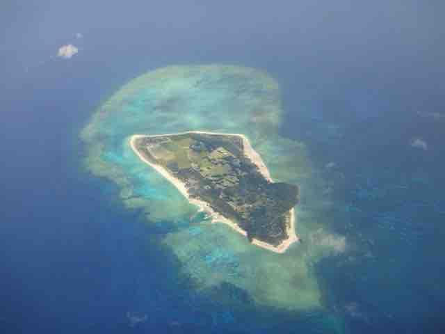 上空から見た沖縄の島