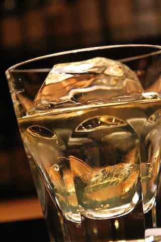 ウイスキー・グラス・シズル